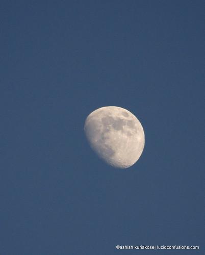 Waxing-Gibbous-Moon-Burj-Khalifa-2