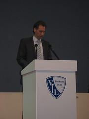 Ansgar Schwenken bei der außerordentlichen Mitgliederversammlung des VfL Bochum