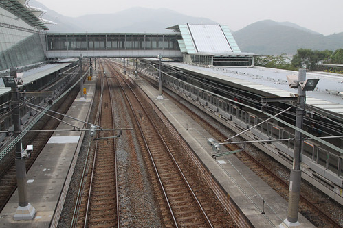Overview of the tracks through Sunny Bay, looking towards Tung Chung