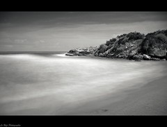 by night (Le***Refs *PHOTOGRAPHIE*) Tags: longexposure light sea bw white seascape black night nikon tripod nb explore espana bitch frontpage espagne nuit plage almeria andalousie d90 lerefs