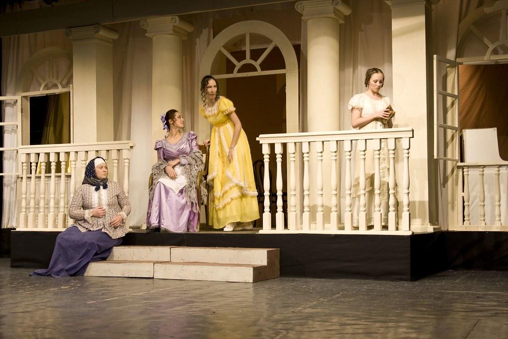 Опера Евгений Онегин, театр ГИТИС премьера 20 декабря 2010, курс Д. Бертмана, художник М. Уварова