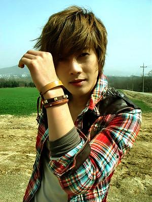 Kim Hyun Joong's Favorite Pose 4
