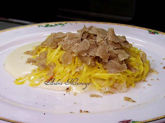 Tagliolini su fonduta di Ragusano e tartufo bianco