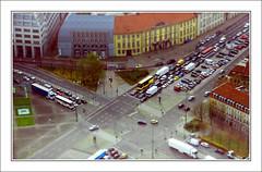 Las piezas de mi viaje (victor mendivil) Tags: city urban berlin cars buses germany avenida nikon sigma ciudad carros alemania urbana avenue tiltshift picado cruzadas d80 efectomaqueta 18200mmf3563dcos victormendivil