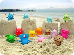 364/365: beach (sean eng) Tags: color digital canon toy actionfigure amazon toystory ox ixus 365 uglydoll uglydolls uglies icebat babo jeero wage danbo wedgehead davidhorvath sunminkim project365 revoltech seaneng danboard dhsk