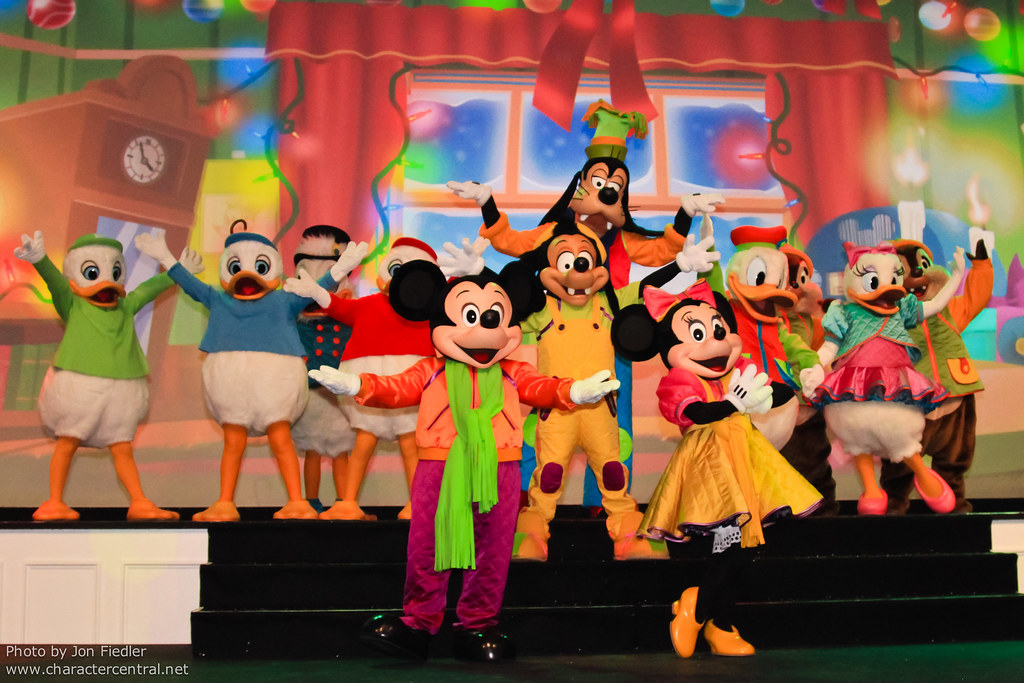 disneys twelve days of christmas at disney character central - Disney 12 Days Of Christmas