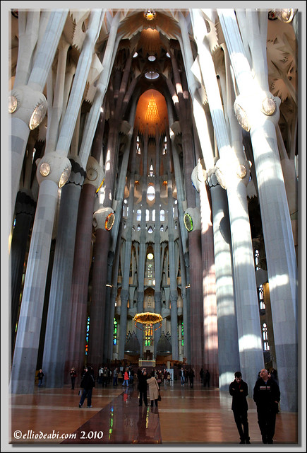 8 interior Sagrada Familia