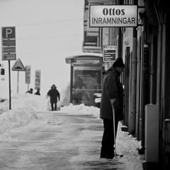 (Johan Gustavsson) Tags: street winter blackandwhite bw snow cold gteborg vinter sweden gothenburg squareformat sverige sn svartvit svartvitt gibraltargatan kallt johangustavsson ottosinramningar