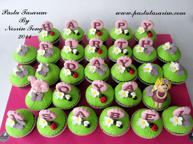 BIRTHDAY CUPCAKES - OYA ISABEL BIRTHDAY