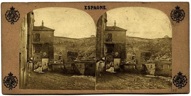 Puente de San Martín hacia 1858 con los restos en pie de la fortificación creada en la Segunda Guerra Carlista. Fotografía estereoscópica francesa. Colección Luis Alba, Ayuntamiento de Toledo