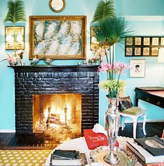 194896-10-01Angele (mscott218) Tags: flowers blue black brick art design interiors gallery designer turquoise interior walls interiordesign mantle angele tablescape angèle lonny parlange