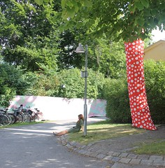 Moderna Museet (Emma Latimer) Tags: stockholm moderna museet museum modern art tree yayoi kusama infinity summer sculpture garden sun reading drawing sketching