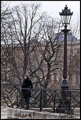 Reflexiones desde el Pont Neuf (dayangchi) Tags: paris france beauty rio mujer farola una teresa guapa frio pontneuf reflexiones pensativa ltytr2 ltytr1 dayangchi