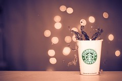 Starbucks Retro Splash. (Radiohead.) Tags: water coffee breakfast 50mm photo dof shot bokeh flash hans kaffee fast drop starbucks splash radiohead highspeed lightroom findling strobist