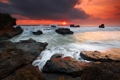 Multiple incoming. (tropicaLiving - Jessy Eykendorp) Tags: light sunset bali seascape beach nature canon reflections indonesia landscape lava rocks wave reverse filters volcanic 1022mm tanahlot gnd melasti singhray canoneos50d