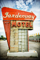 Gardenway Motel (shuttermeister) Tags: sign vintage route66 nikon nikond100 retro missouri holgaesque fauxholga fakeholga motherroad fauxvintage villaridge themotherroad gardenwaymotel