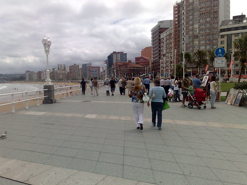 Espacio compartido peatón-ciclista en Paseo Marítimo de Gijón