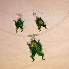 frog earrings and necklace (Julie Savard) Tags: necklace beads wire origami bijoux frog earrings jewelery grenouille  bouclesdoreilles juliesavard origamijewelery coillier