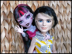 Monster High Draculaura Jackson Jekyll Gloomy Beach - Photos & Images