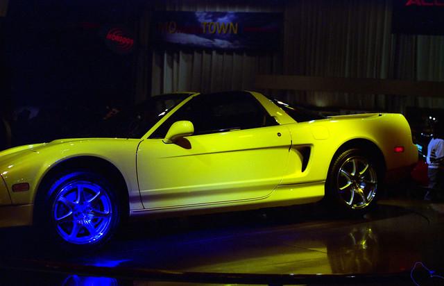 film yellow 35mm unitedstates michigan detroit 1997 turnstyle naias detroitautoshow northamericaninternationalautoshow 4star acuransx ricohxrm privpublic