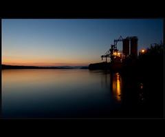 """""""Gyri"""" naplemente (s.huffnagel) Tags: sunset hungary factory bluehour duna naplemente vc gyr"""