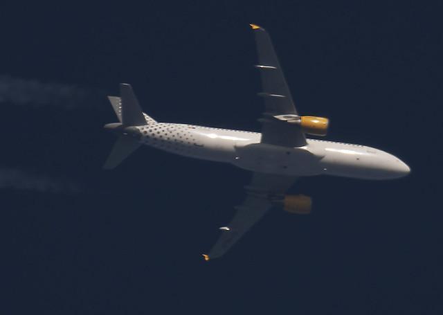 Vueling A320 EC-KLB