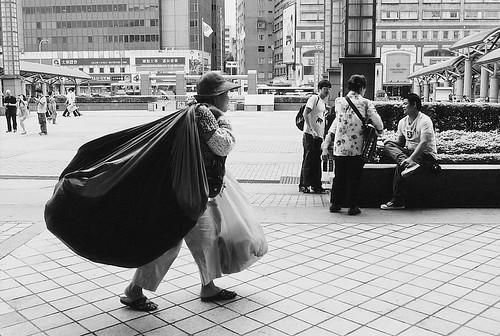 Q7【動態構思】坎坷人生 (2010.10台北車站)