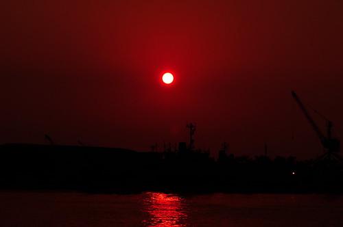 天空沒啥細節的高雄市夕陽Orz