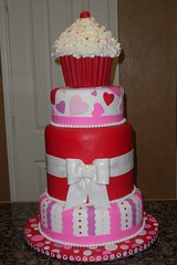 "Valentines cupcake cake • <a style=""font-size:0.8em;"" href=""http://www.flickr.com/photos/60584691@N02/5524770821/"" target=""_blank"">View on Flickr</a>"