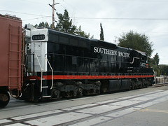 "Southern Pacific SD9 ""Cadillac"" #5472 in Sunol, CA (CaliforniaRailfan101 Photography) Tags: california road 3 robert up yard oakland ride pacific cab union railway canyon fremont company southern sp american dollar locomotive homestead ge rcl niles switcher sunol geep alco 5472 refueling emd sd9 262t gevo sd70m sd70ace ac44ccte ac4400cw gp382l k3la"
