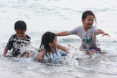 Enjoy the waves of your life (Maaar) Tags: boy playing girl kids children funtime wave splash kidsphoto wetwetwet cheerfull playinginthebeach photoanak