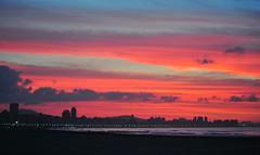 Amanhecendo [ EXPLORED - Jan 24, 2011 #367 ] (De Santis) Tags: brazil sky orange sun sol praia beach brasil cores nikon colours laranja rosa céu pinky sp santos paulo são nascendo d3000