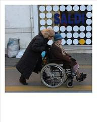 b (kilometro 00) Tags: street italy photography tv strada di donne urbano urbis treviso città fotografi uomini urbani fotogiornalismo trevigiani italystreetphotography gliesclusi streetphotographytreviso fotodistradatreviso riiicercasociologica