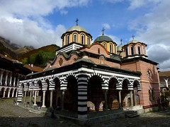 The Rila Monastery (Unesco world heritage) (Frans.Sellies) Tags: heritage church iglesia kirche unescoworldheritagesite unesco worldheritagesite monastery bulgaria rila orthodox glise unescoworldheritage monasterio monastere klooster kloster worldheritage weltkulturerbe whs bulgarie worldheritagelist welterbe bulgarije bulgarien  kulturerbe bulharsko bulgaristan patrimoniodelahumanidad unescowhs  patrimoinemondial  werelderfgoed vrldsarv    werelderfgoedlijst verdensarven wolrdheritagelist    ph118        p1280349