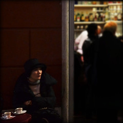 tea for two (mluisa_) Tags: street roma bar luce interno esterno teafortwo hopperesque mluisa