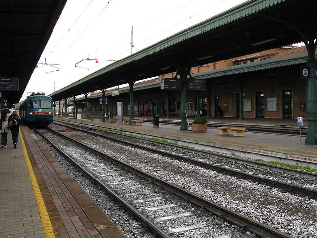 マントヴァ駅のホームのフリー写真素材