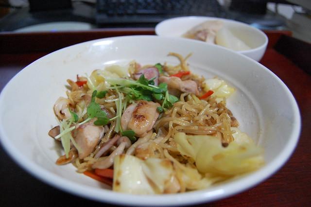 鶏モモとイカいれて塩焼きそば、良くできた!#jisui