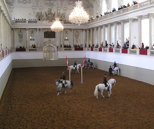713px-Spanische_Hofreitschule3,_Vienna