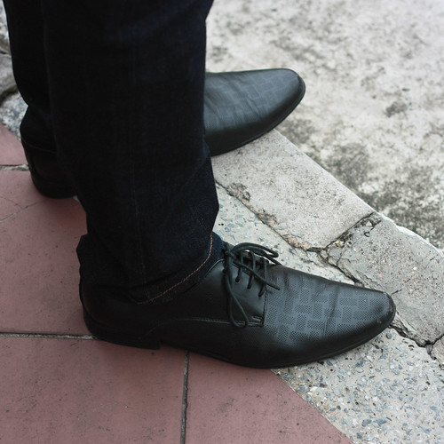 skinny jeans and skinny shoes