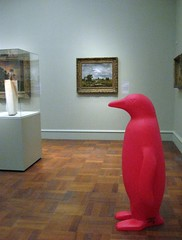 Red Penguin in the Art Museum (elycefeliz) Tags: ohio red penguin cincinnati artmuseum 21cmuseum