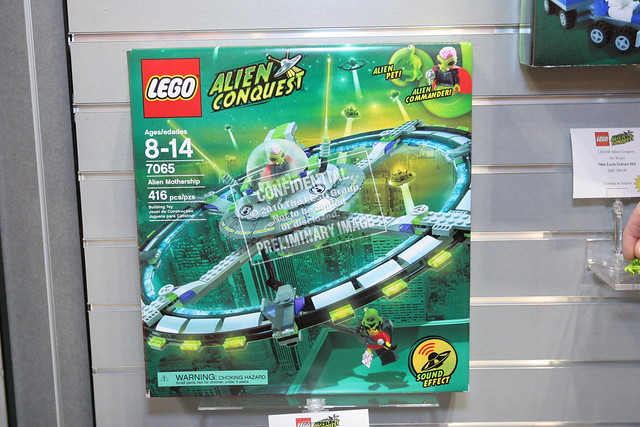 LEGO Toy Fair 2011 - Alien Conquest - 7065 Alien Mothership - 1