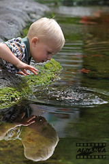 (Zaina Al-Sanea) Tags: portrait baby water childhood kids canon child play splash refliction zaina alsane reflict alsanea
