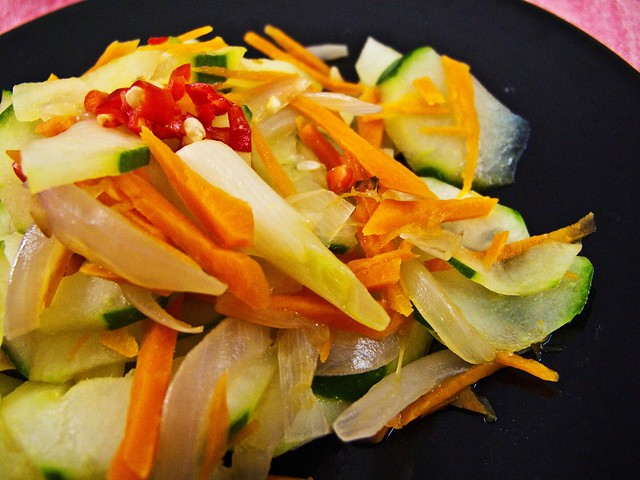 IMG_2035 Vegetarian - cucumber , onion , carrot  and red chilli ,素食