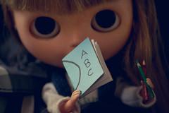 Volta s aulas! (Bruna Lacrout ) Tags: blue school azul doll alice abc blythe escola lpis bangs custom browneyes livros cuthair rbl wiwi voltasaulas takaratomy liccabody ixtee pdww sonya230