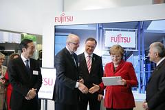 028_CeBIT_Fujitsu_Blog_Merkel_-20110301-100940 (Fujitsu_DE) Tags: cebit halle2 erstertag cebit2011 cebit11
