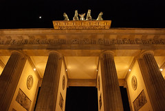 The Brandenburg Gate (Mad2PhoFreak) Tags: berlin tower wall museum river germany island tv memorial gate war cathedral platz potsdamer victory altar reichstag soviet dome jewish column walls alexander spree hbf brandenburg pergamon alte the nationalgalerie altes coloumn
