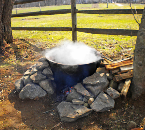 maple syrup boiling - old fashioned