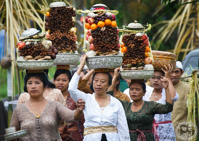 Women Carrying Offerings On Their Heads