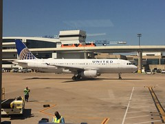 (reezy87) Tags: united unitedairlines boeing embraer 737 e175 winglet chicago ohare dallas ua airbus a320 n492ua