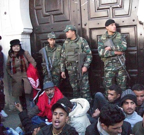 110123 Thousands rally against Tunisia interim government 05 | تظاهر آلاف التونسيين احتجاجا ضد الحكومة المؤقتة | Tunisie : Des milliers de personnes manifestent contre le gouvernement provisoire